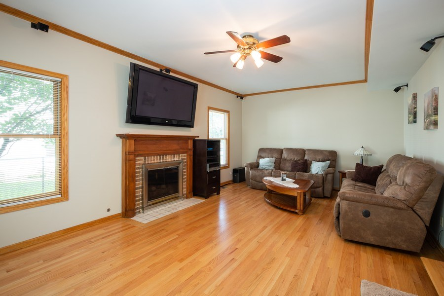 Real Estate Photography - 324 Ridgewood Drive, Bloomingdale, IL, 60108 - Family Room