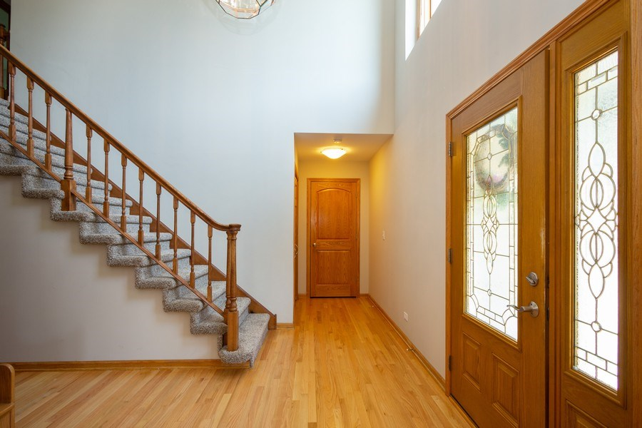 Real Estate Photography - 324 Ridgewood Drive, Bloomingdale, IL, 60108 - Foyer