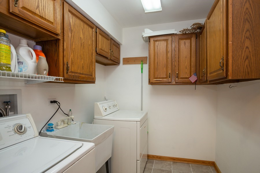 Real Estate Photography - 324 Ridgewood Drive, Bloomingdale, IL, 60108 - Laundry Room