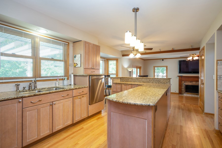 Real Estate Photography - 324 Ridgewood Drive, Bloomingdale, IL, 60108 - Kitchen