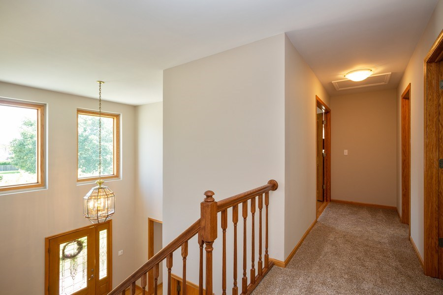 Real Estate Photography - 324 Ridgewood Drive, Bloomingdale, IL, 60108 - Hallway