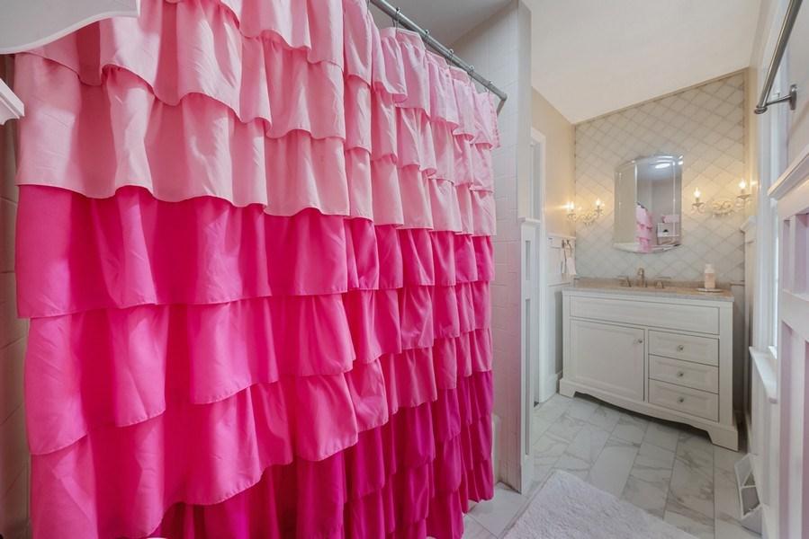 Real Estate Photography - 366 Indian Dr, Glen Ellyn, IL, 60137 - 2nd Bathroom