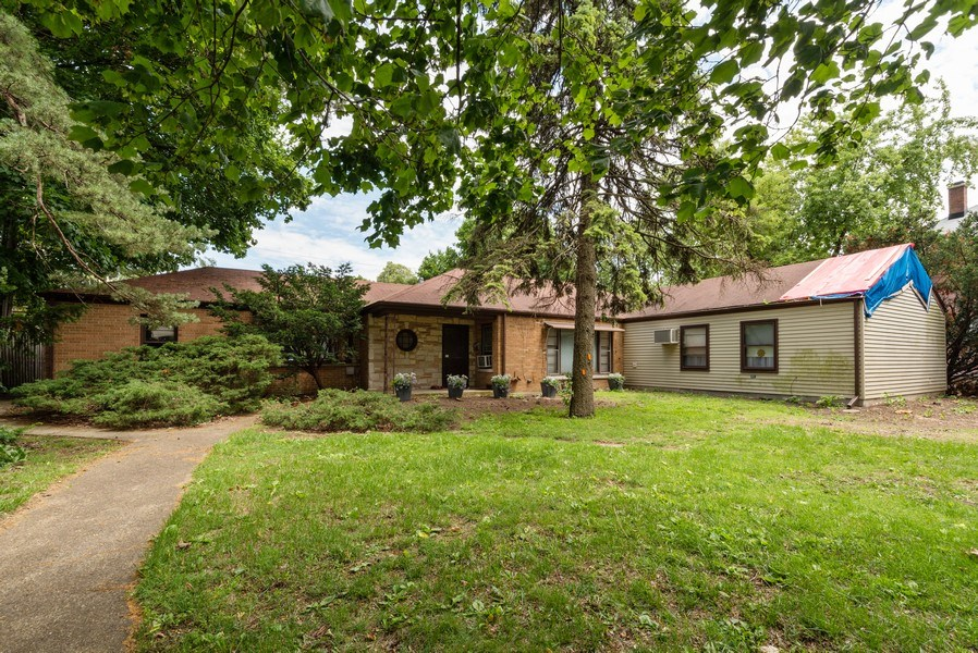 Real Estate Photography - 822 N. Washington Street, Naperville, IL, 60563 - Front View