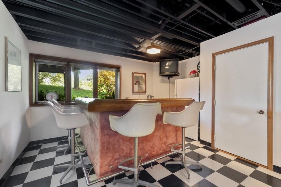 Real Estate Photography - 871 Baker Court, Glen Ellyn, IL, 60137 - Wet Bar