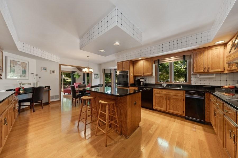 Real Estate Photography - 871 Baker Court, Glen Ellyn, IL, 60137 - Kitchen