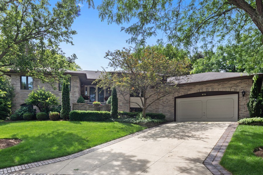 Real Estate Photography - 871 Baker Court, Glen Ellyn, IL, 60137 - Front View