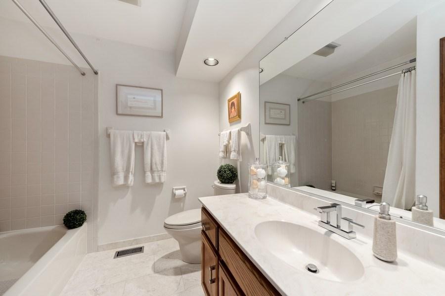 Real Estate Photography - 871 Baker Court, Glen Ellyn, IL, 60137 - Bathroom