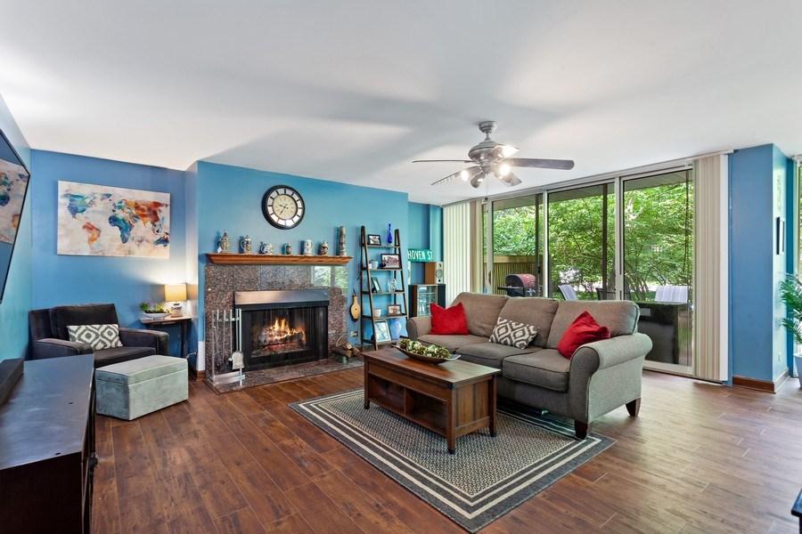 Real Estate Photography - 5800 Oakwood Drive, Unit 1B, Lisle, IL, 60532 - Living Room