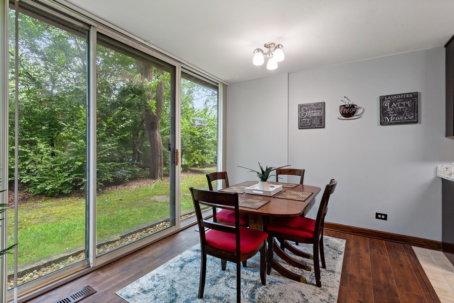Real Estate Photography - 5800 Oakwood Drive, Unit 1B, Lisle, IL, 60532 - Dining Room