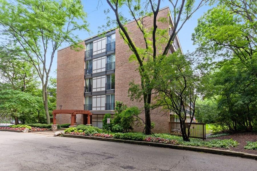 Real Estate Photography - 5800 Oakwood Drive, Unit 1B, Lisle, IL, 60532 - Front View