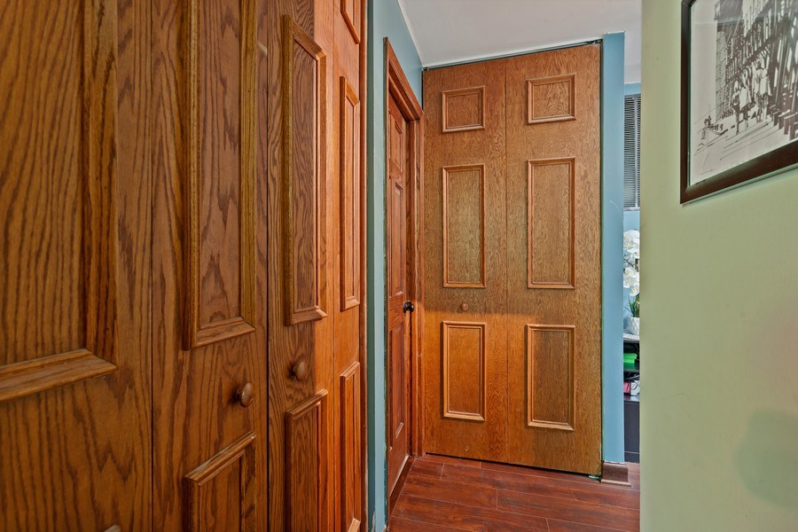 Real Estate Photography - 5800 Oakwood Drive, Unit 1B, Lisle, IL, 60532 - Hallway