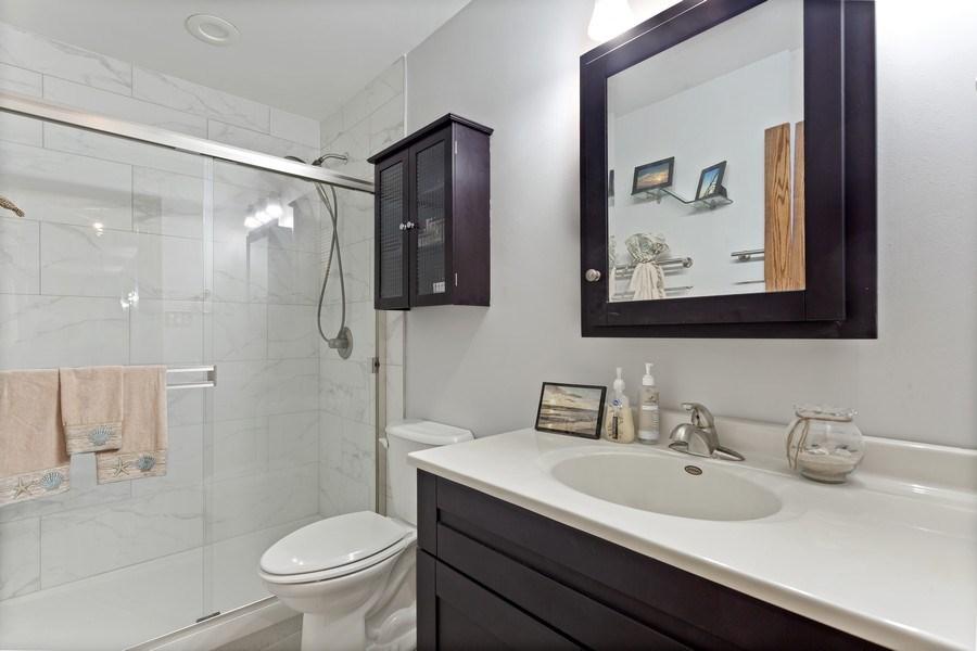 Real Estate Photography - 5800 Oakwood Drive, Unit 1B, Lisle, IL, 60532 - Bathroom