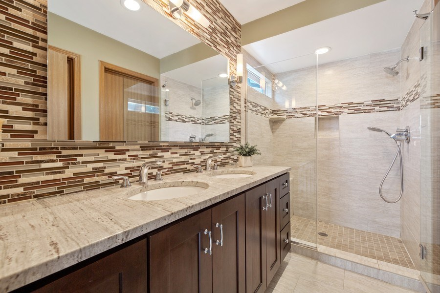 Real Estate Photography - 2015 Spice Circle, Naperville, IL, 60565 - Master Bathroom