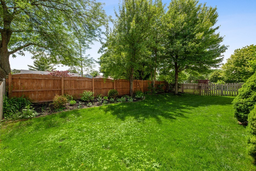 Real Estate Photography - 2015 Spice Circle, Naperville, IL, 60565 - Back Yard
