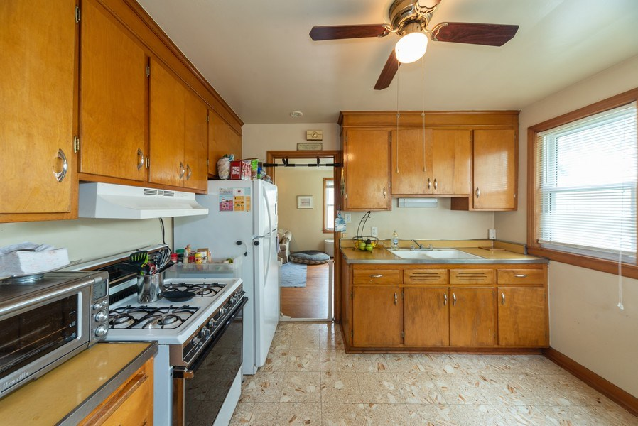 Real Estate Photography - 1028 Linden Avenue, Bellwood, IL, 60104 - Kitchen