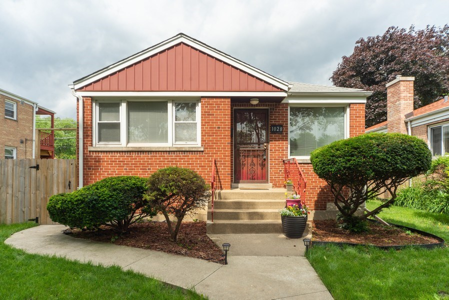 Real Estate Photography - 1028 Linden Avenue, Bellwood, IL, 60104 - Front View