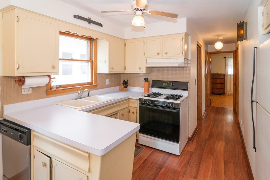 Real Estate Photography - 829.5 Thomas Ave, Forest Park, IL, 60130 - Kitchen