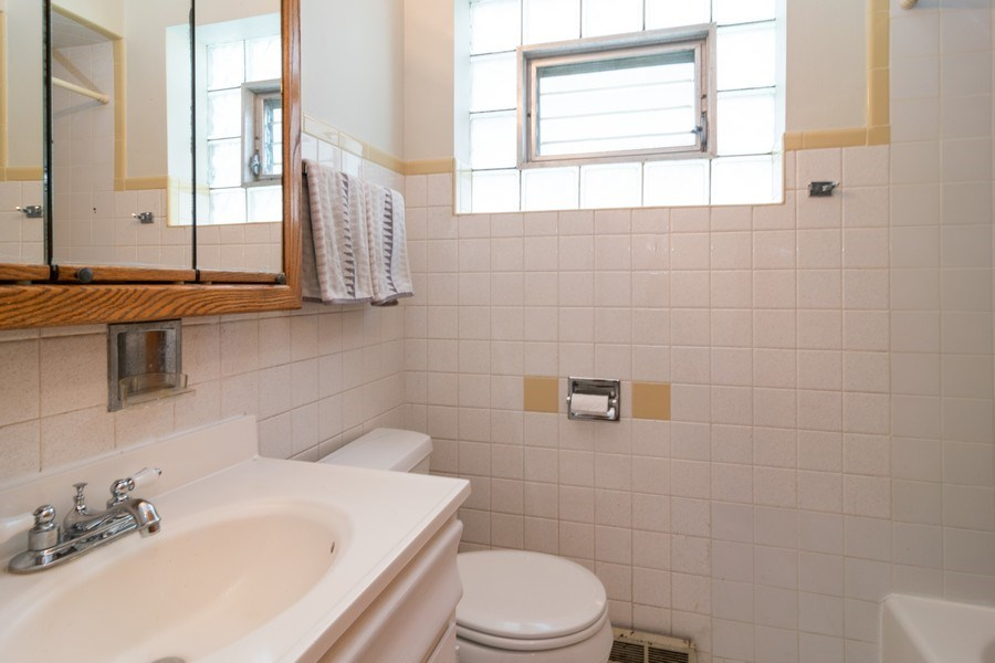 Real Estate Photography - 829.5 Thomas Ave, Forest Park, IL, 60130 - Bathroom