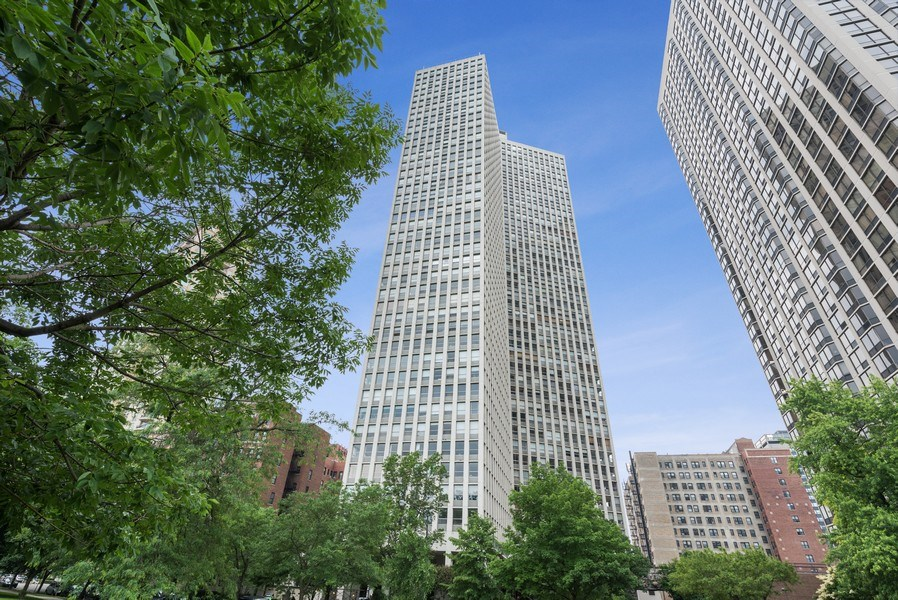 Real Estate Photography - 2626 North Lakeview Ave, 711, Chicago, IL, 60614 - Front View