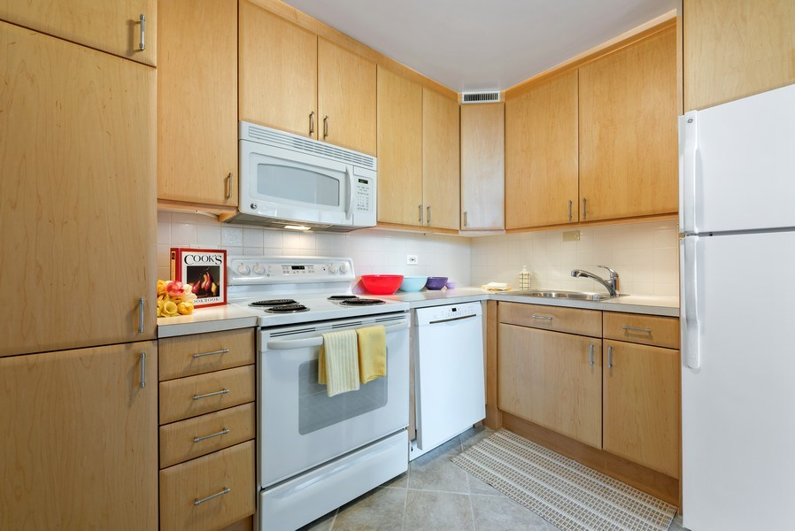 Real Estate Photography - 2626 North Lakeview Ave, 711, Chicago, IL, 60614 - Kitchen