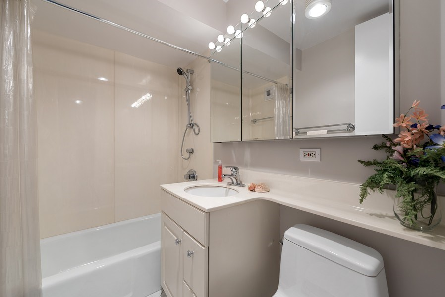 Real Estate Photography - 2626 North Lakeview Ave, 711, Chicago, IL, 60614 - Bathroom