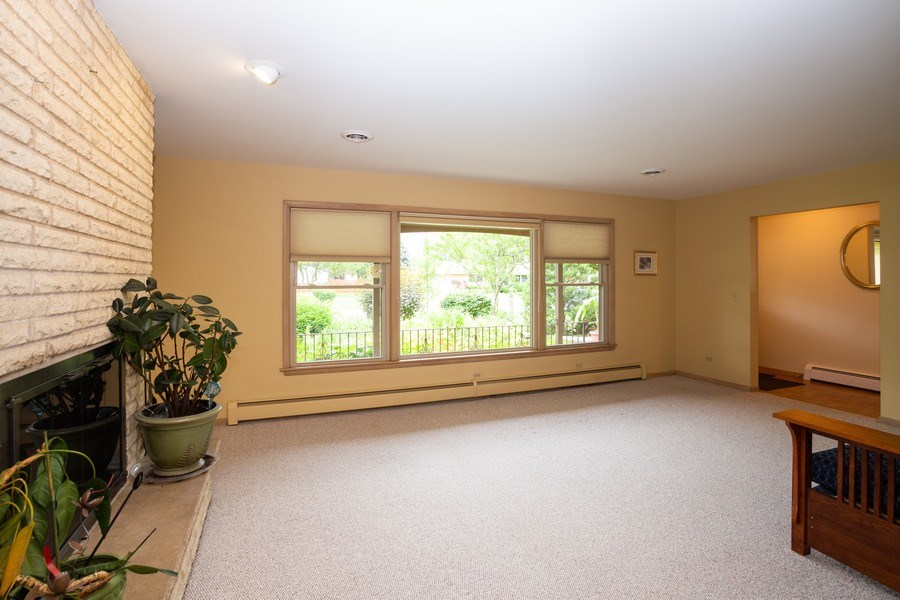Real Estate Photography - 1209 W. Hawthorne Street, Arlington Heights, IL, 60005 - Living Room