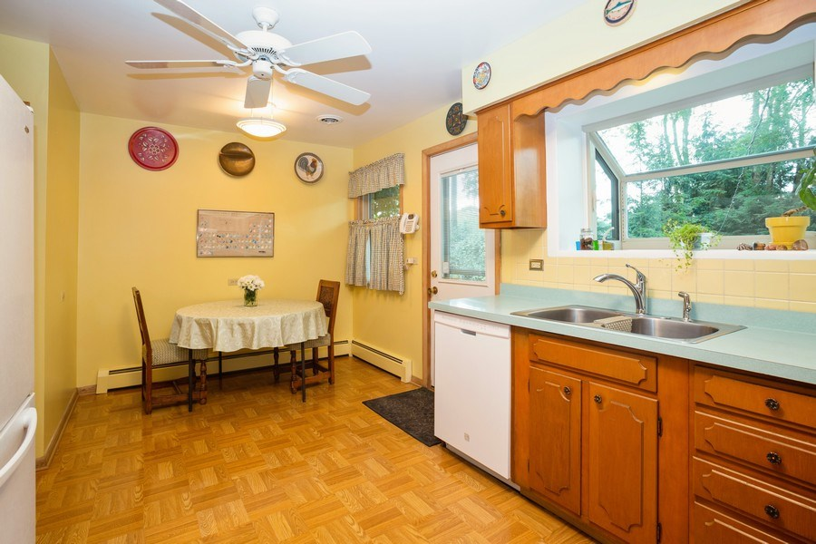 Real Estate Photography - 1209 W. Hawthorne Street, Arlington Heights, IL, 60005 - Kitchen