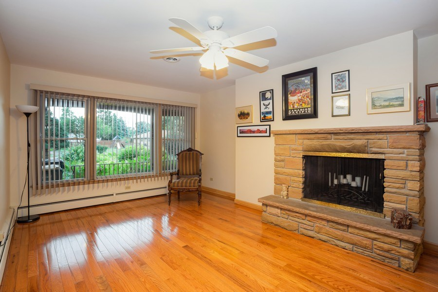 Real Estate Photography - 1209 W. Hawthorne Street, Arlington Heights, IL, 60005 - Family Room