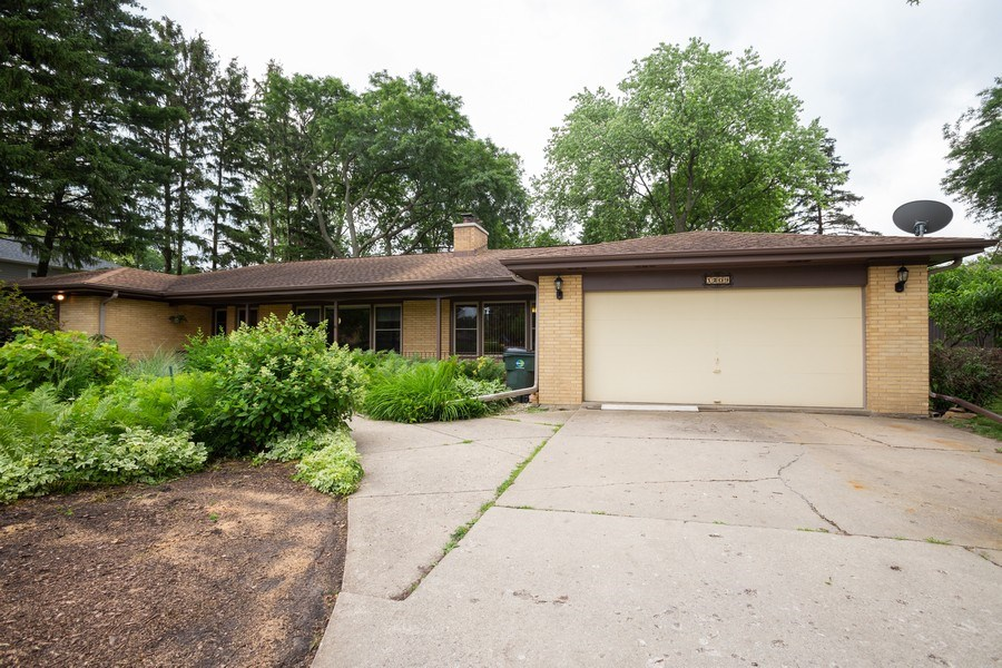 Real Estate Photography - 1209 W. Hawthorne Street, Arlington Heights, IL, 60005 - Front View