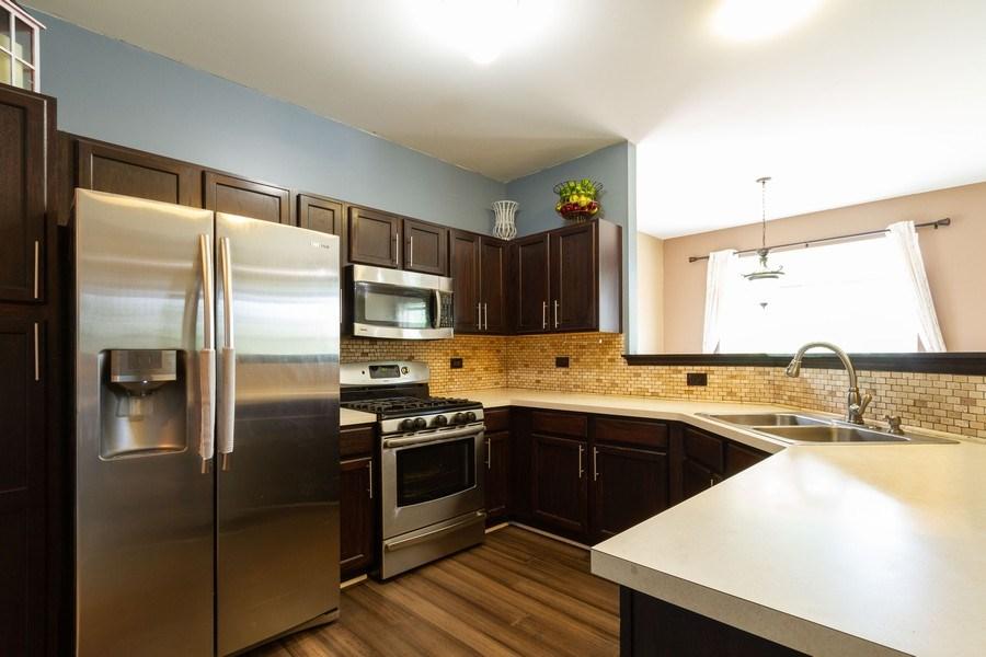 Real Estate Photography - 1270 W. Black Wolf Road, Round Lake, IL, 60073 - Kitchen