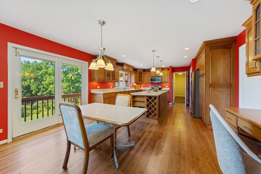 Real Estate Photography - 24841 South Drive, Tower Lakes, IL, 60010 - Kitchen / Breakfast Room