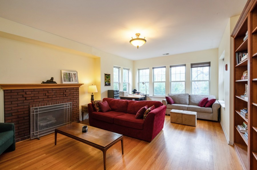 Real Estate Photography - 7321 N. Honore Street, Unit 3S, Chicago, IL, 60626 - Living Room
