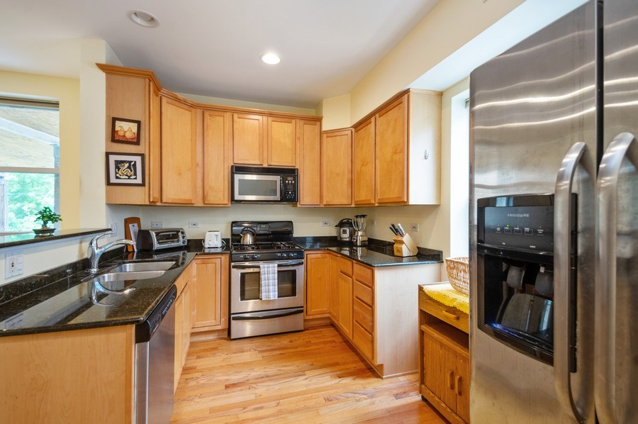 Real Estate Photography - 7321 N. Honore Street, Unit 3S, Chicago, IL, 60626 - Kitchen
