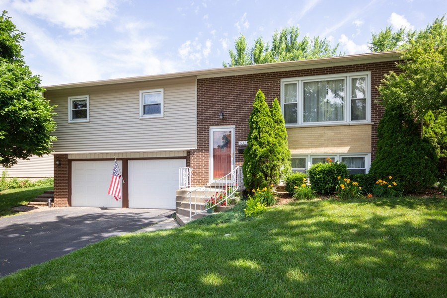 Real Estate Photography - 6324 Honey Lane, Tinley Park, IL, 60477 - Front View