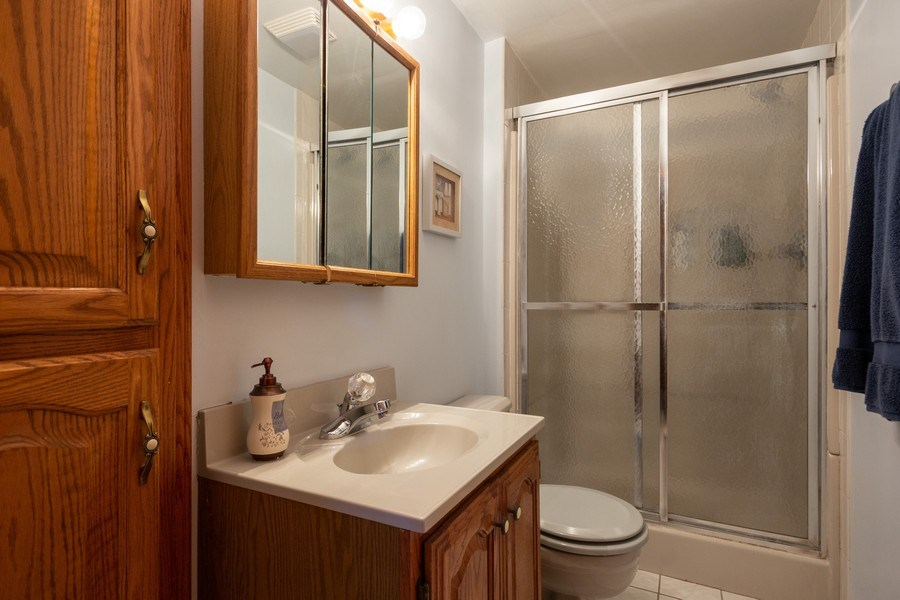 Real Estate Photography - 6324 Honey Lane, Tinley Park, IL, 60477 - 2nd Bathroom