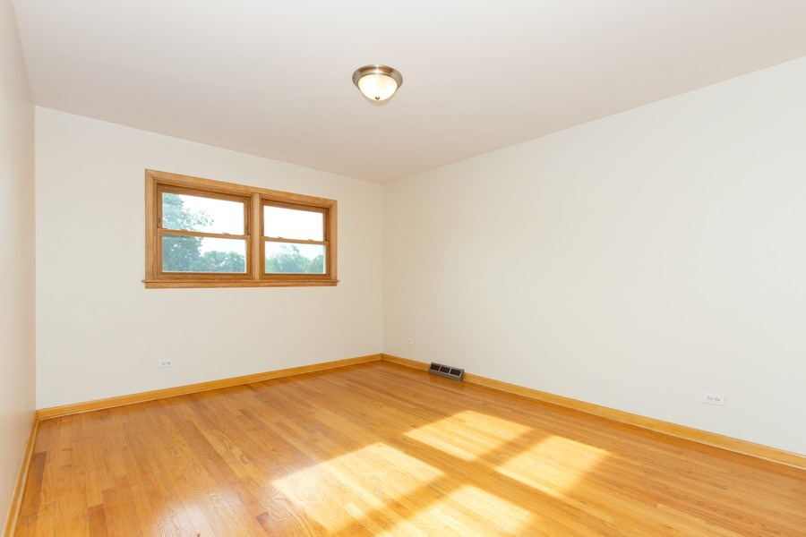 Real Estate Photography - 17538 70th Court, Tinley Park, IL, 60477 - 2nd Bedroom