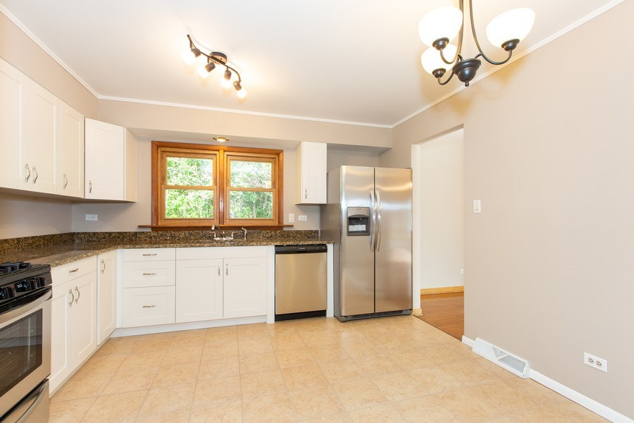 Real Estate Photography - 17538 70th Court, Tinley Park, IL, 60477 - Kitchen
