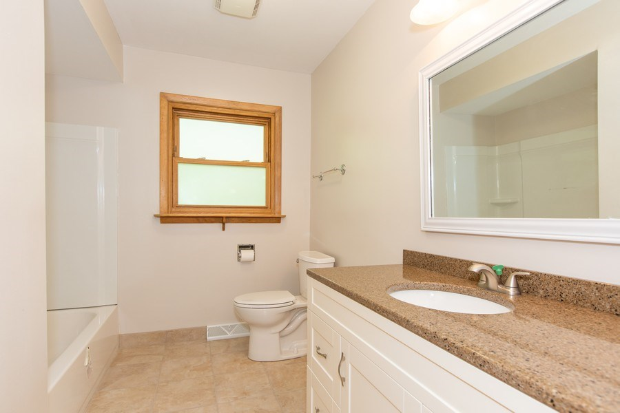 Real Estate Photography - 17538 70th Court, Tinley Park, IL, 60477 - Bathroom