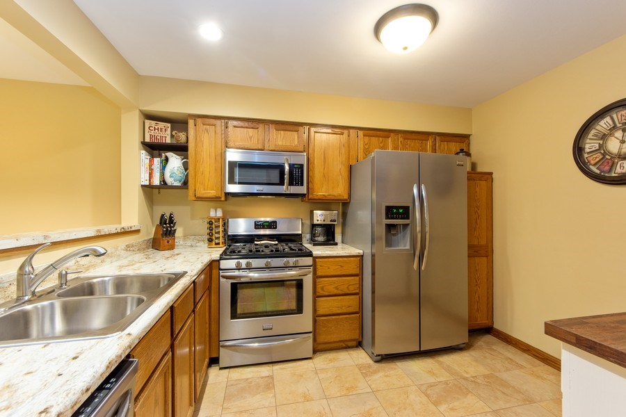 Real Estate Photography - 1950 N. Coldspring Road, Arlington Heights, IL, 60004 - Kitchen