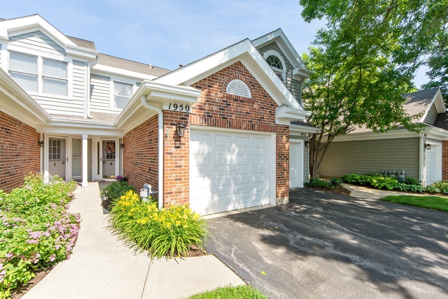 Real Estate Photography - 1950 N. Coldspring Road, Arlington Heights, IL, 60004 - Front View