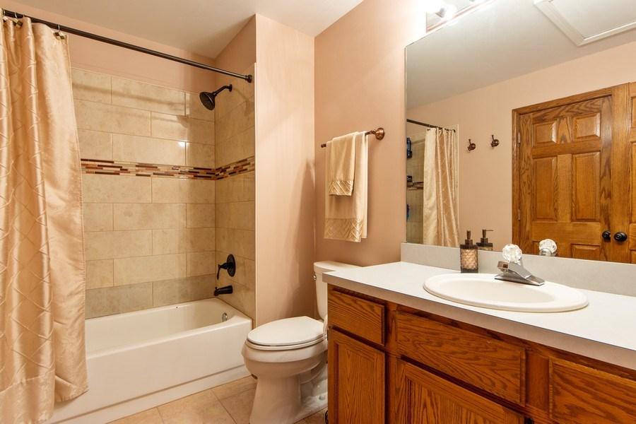 Real Estate Photography - 1950 N. Coldspring Road, Arlington Heights, IL, 60004 - Bathroom