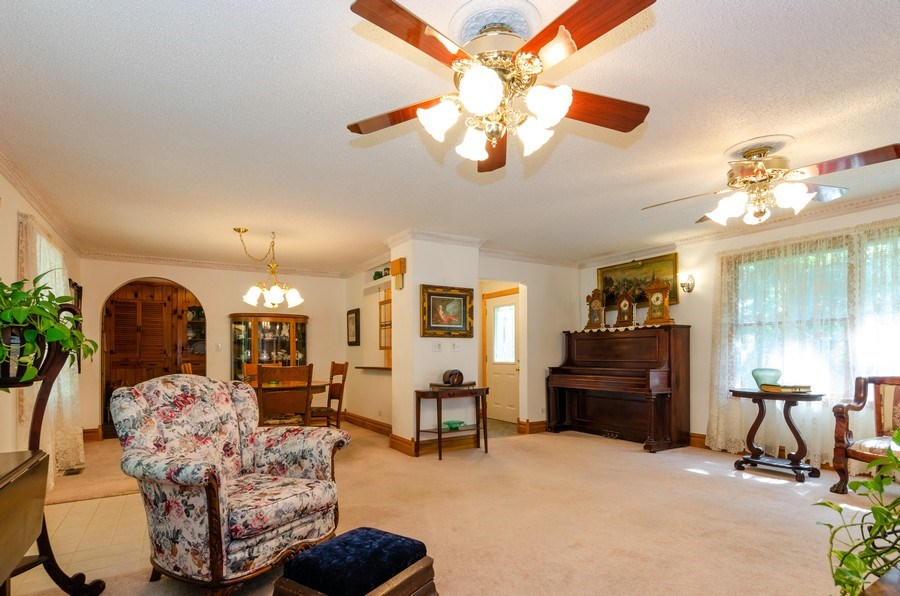 Real Estate Photography - 35W249 COUNTRY SCHOOL Road, Dundee, IL, 60118 - Living Room
