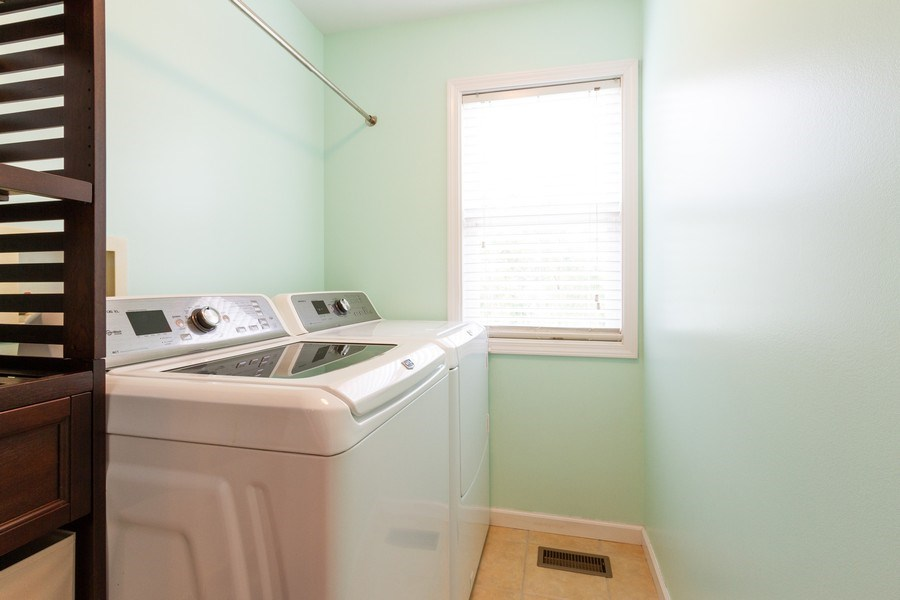 Real Estate Photography - 15 Ash Drive, Oakwood Hills, IL, 60013 - Laundry Room