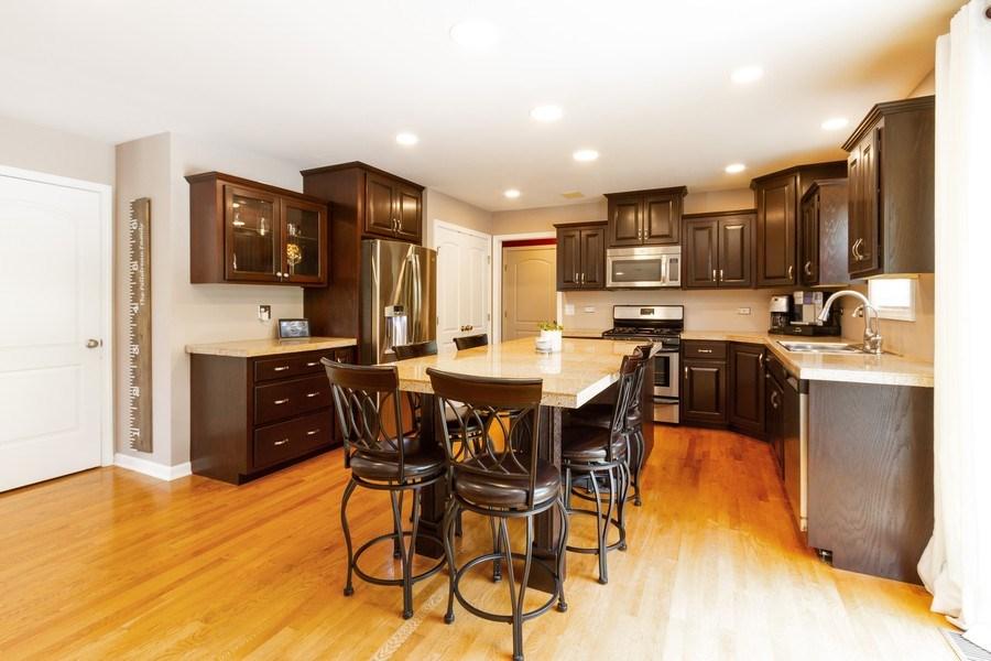 Real Estate Photography - 15 Ash Drive, Oakwood Hills, IL, 60013 - Kitchen