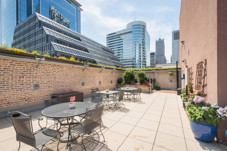 Real Estate Photography - 8 W. MONROE Street, Unit 908, Chicago, IL, 60603 - Common Sundeck