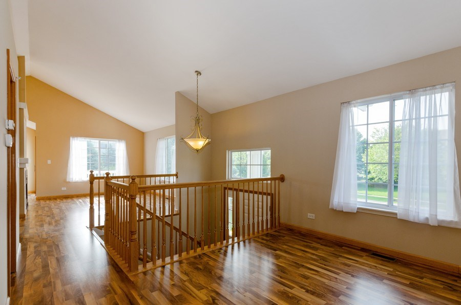 Real Estate Photography - 414 Cary Woods Circle, Unit 0, Cary, IL, 60013 - Loft