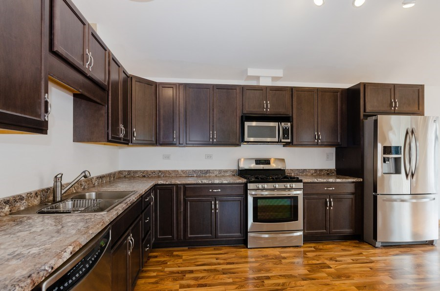 Real Estate Photography - 414 Cary Woods Circle, Unit 0, Cary, IL, 60013 - Kitchen