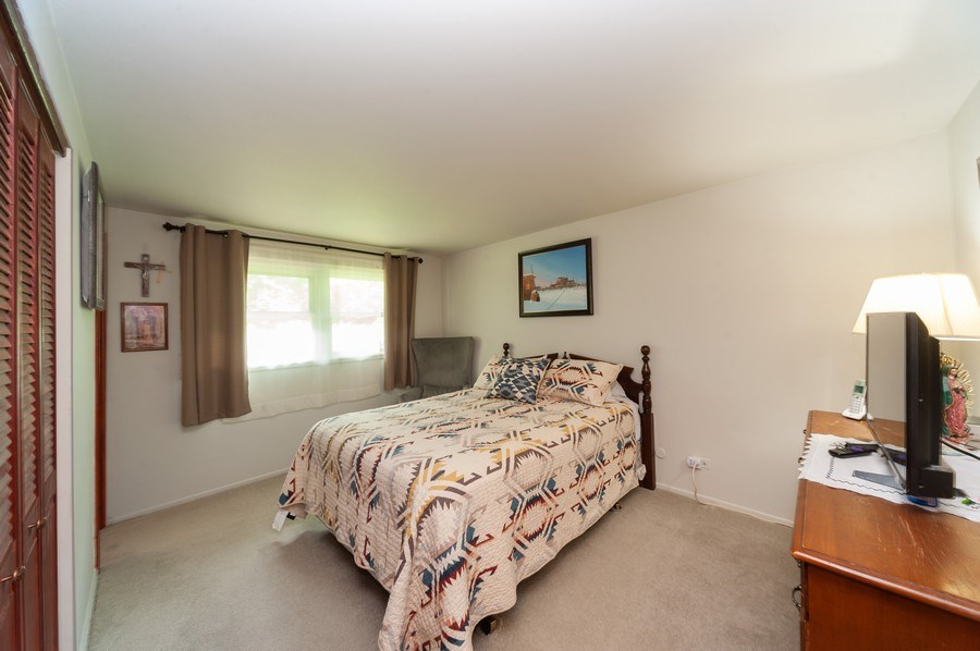 Real Estate Photography - 621 W. Weathersfield Way, Schaumburg, IL, 60193 - 2nd Bedroom