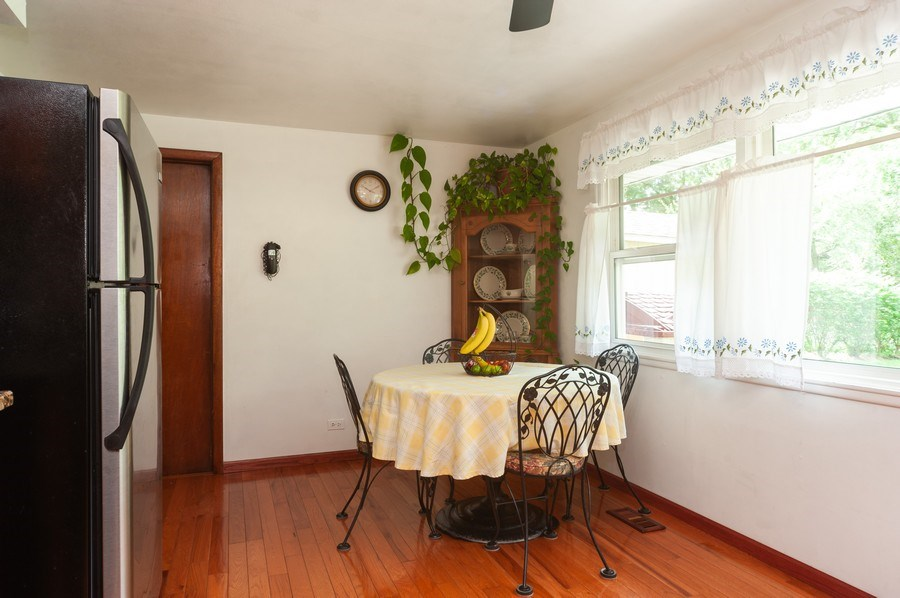Real Estate Photography - 621 W. Weathersfield Way, Schaumburg, IL, 60193 - Breakfast Area
