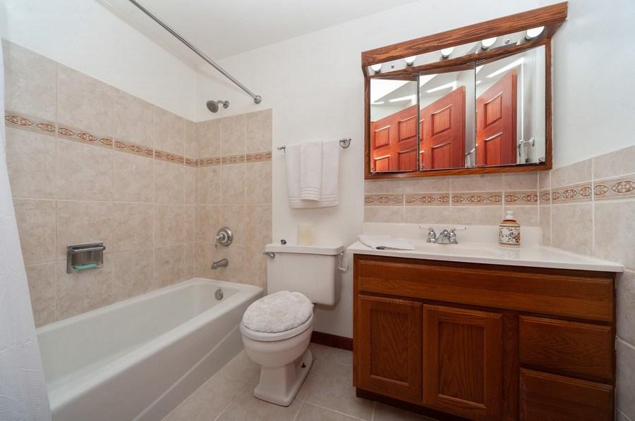 Real Estate Photography - 621 W. Weathersfield Way, Schaumburg, IL, 60193 - Bathroom